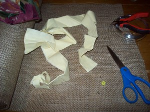 how to make burlap flowers - step 1