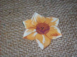 how to make burlap flowers - step 2