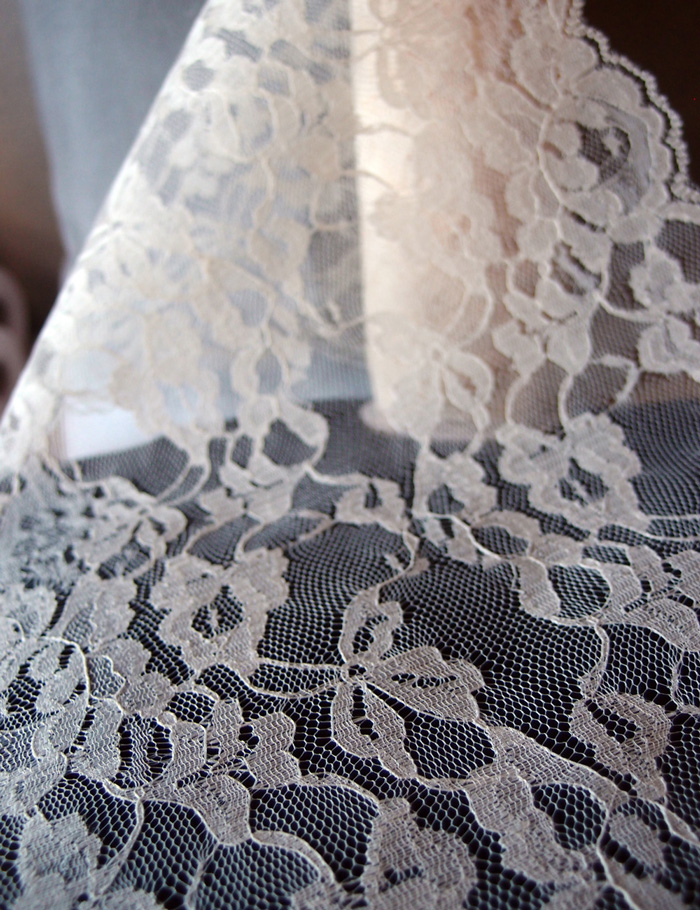 "14"" Ivory Lace Runner - 10 Yards"