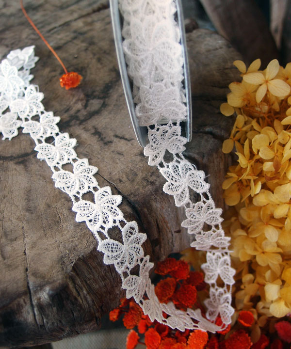"1"" White Floral Lace Ribbon - 5 Yards"