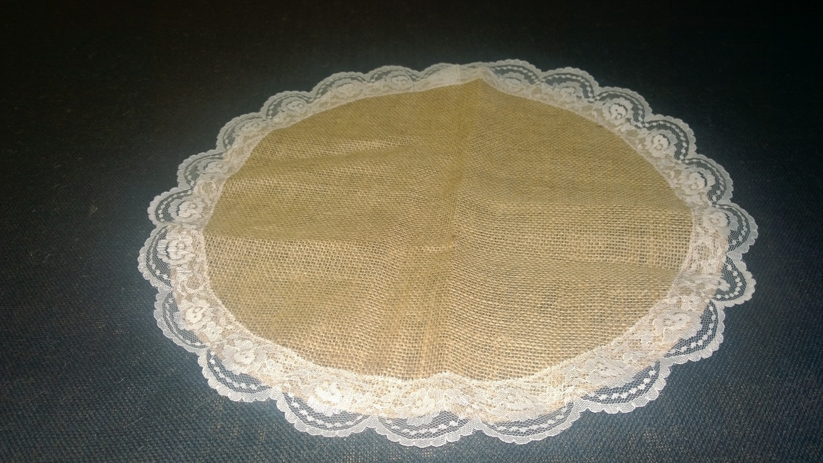 Burlap Circle with Lace - Ivory