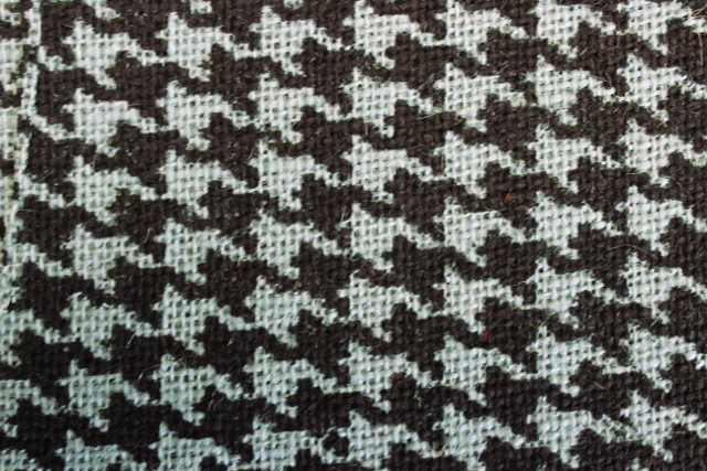 "60"" Houndstooth Billow/Black Burlap Bolt - By The Yard"
