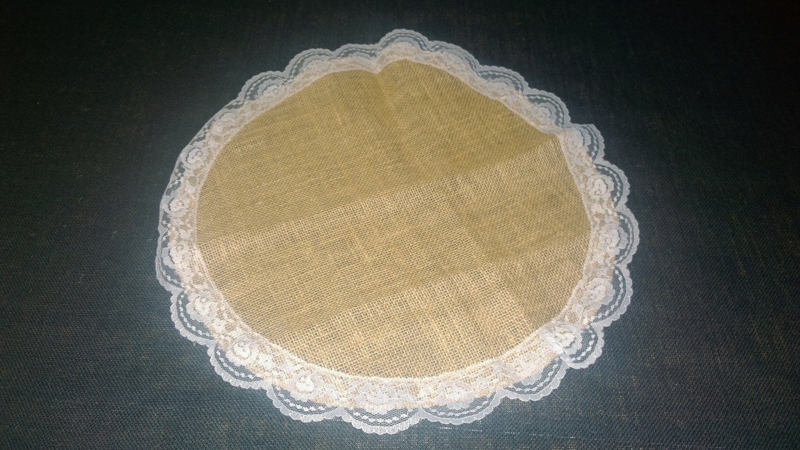 Burlap with Lace Circle - White