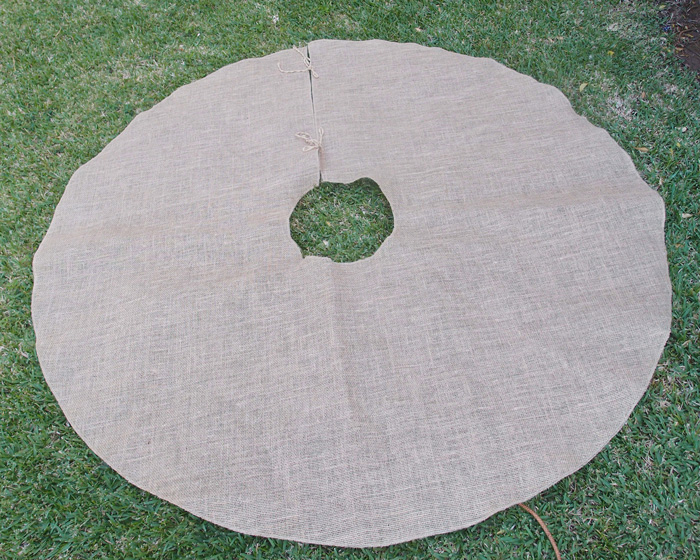 Closeout Burlap Christmas Tree skirt - 60""