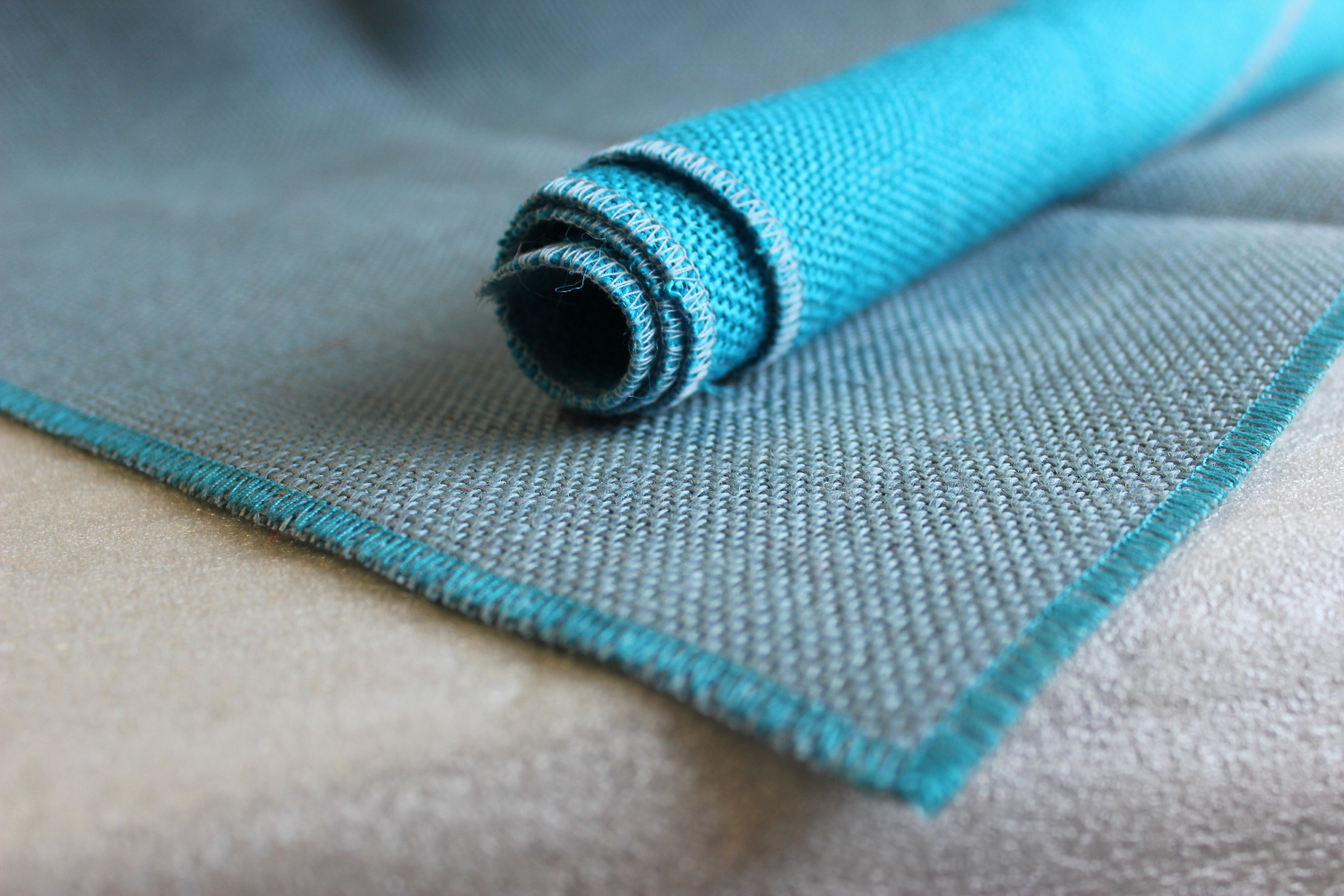 Set of Light Blue Runner Turquoise Edge w/ 4 Contrasting Napkins