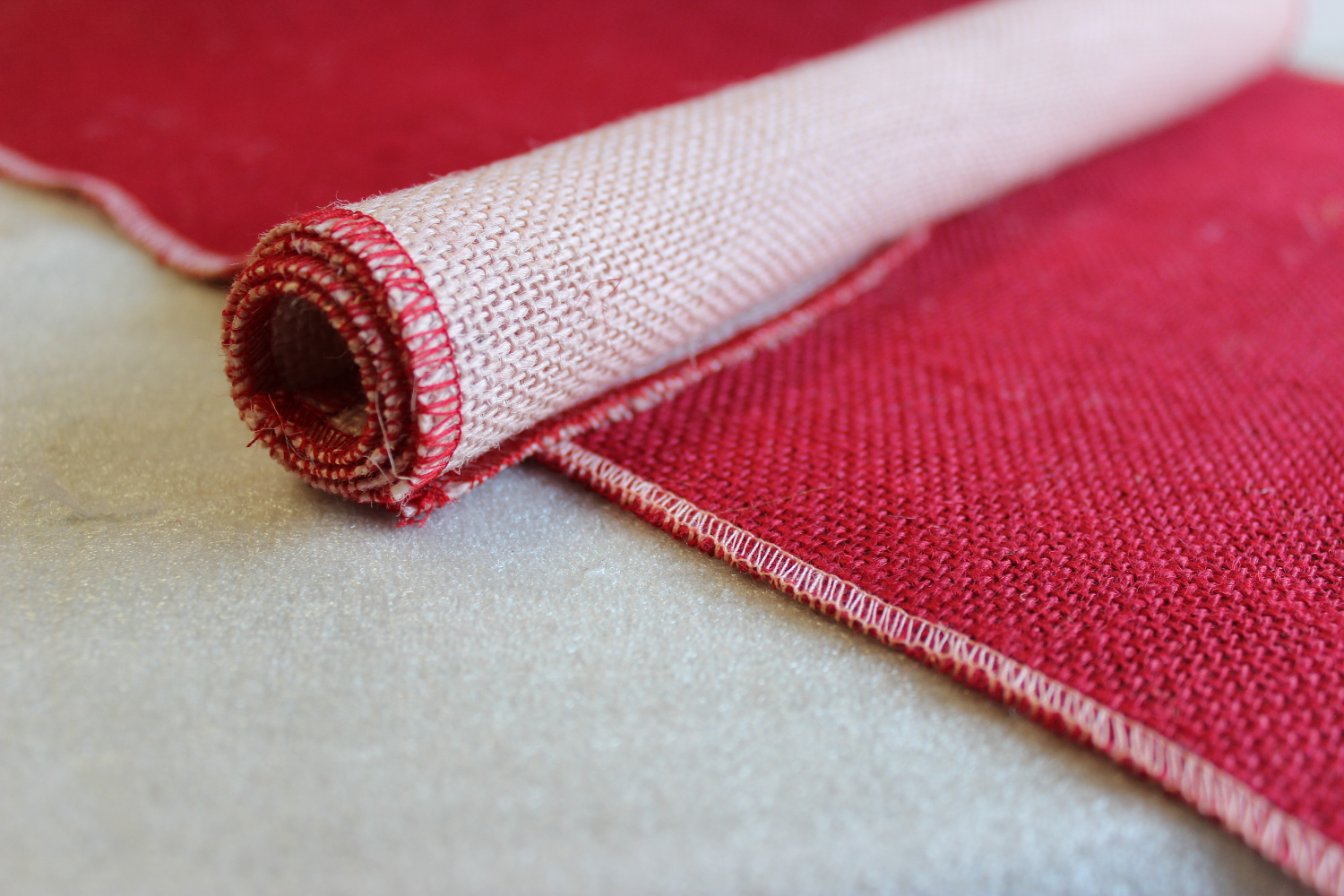 Set of Red Runner Peach Edge w/ 4 Contrasting Napkins