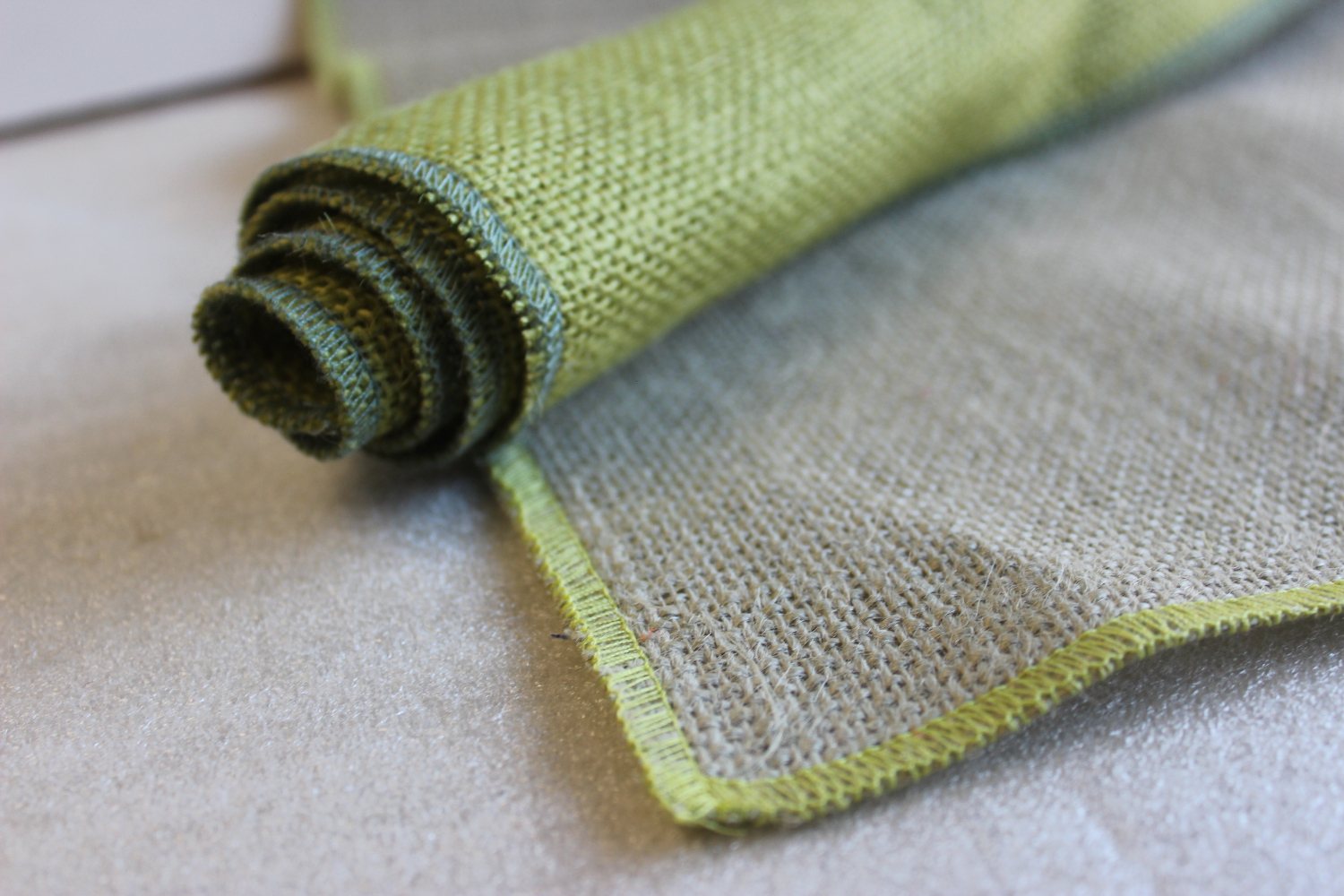 Set of Sage Runner Avocado Edge w/ 4 Contrasting Napkins