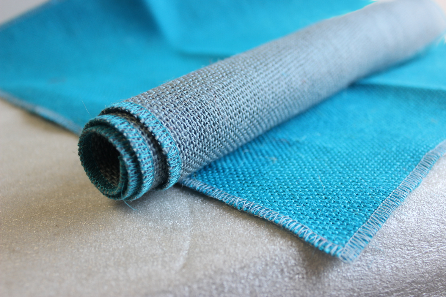 Set of Turquoise Runner Light Blue Edge w/ 4 Contrasting Napkins