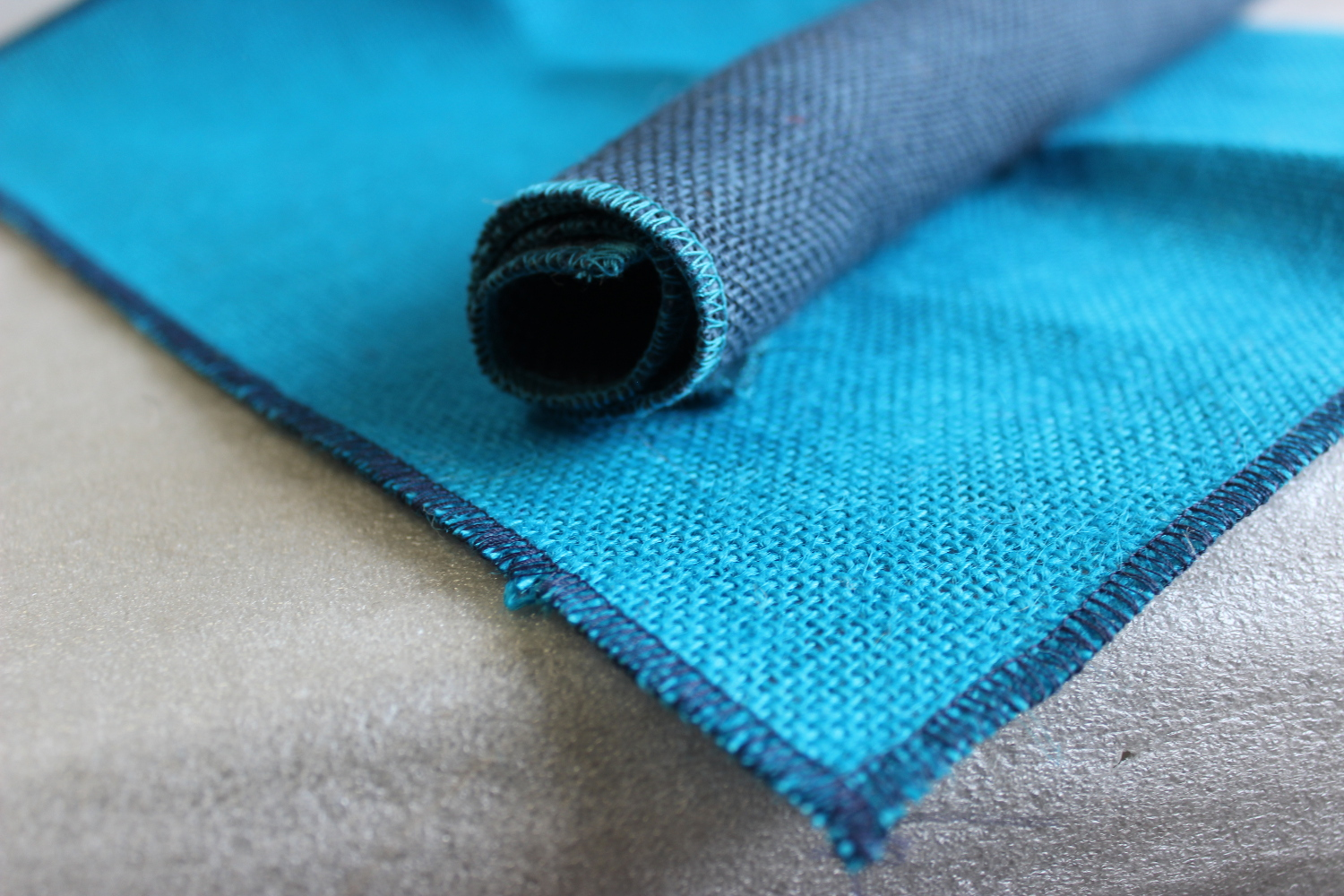 Set of Turquoise Runner Navy Edge with 4 Contrasting Napkins